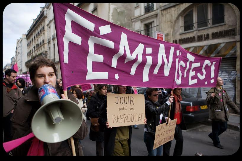 Perché la Vergine Maria fa infuriare le femministe?