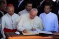 Con Papa Francesco contro le follie gender.