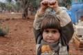 Chi oserebbe sparare contro questa bambina di 4 anni?