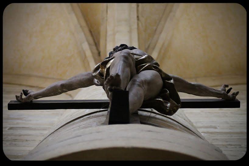 Perché i cattolici tengono Cristo sulla croce?