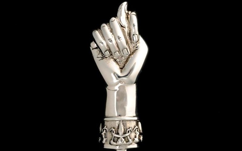 La mano del demonio su una donna incinta…..
