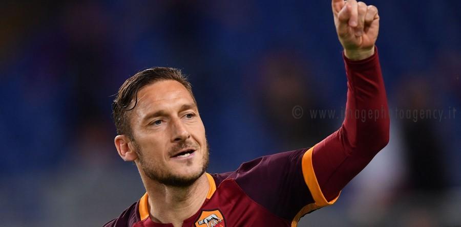 """Dear Totti, I write: """"Leave Hero"""""""